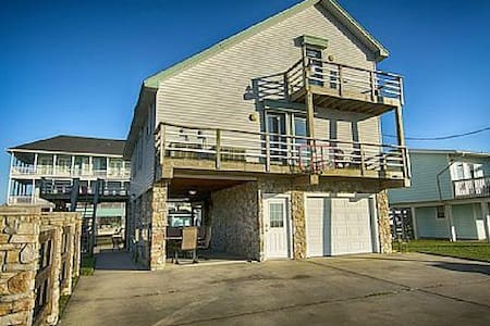 Waterfront Vacation Home - Jamaica Beach - Dům