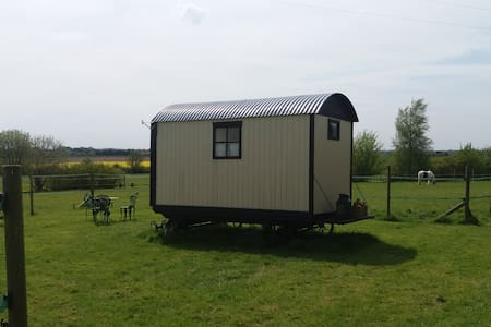 Secluded Traditional Shepherds Hut - Wereham