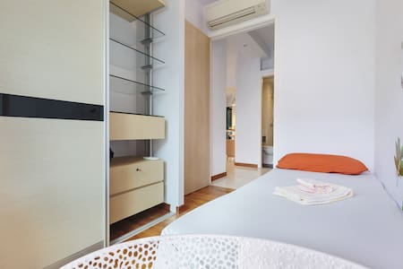 Lovely Bedroom at Central Location - Singapore - Condominium