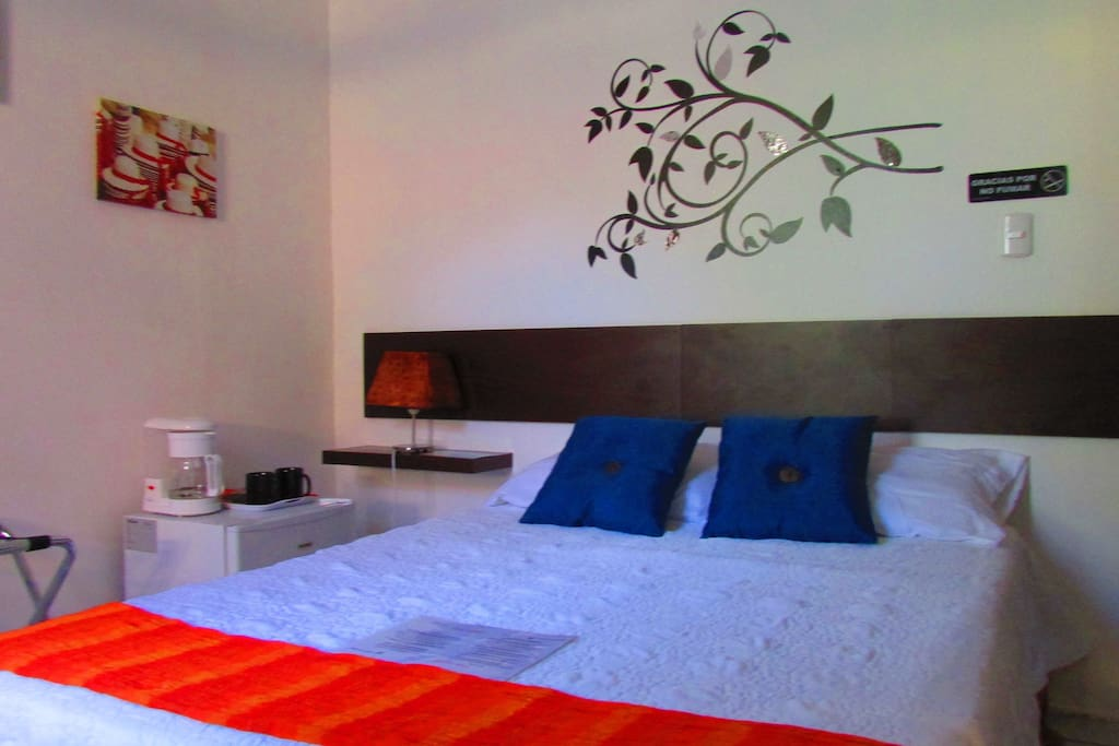 Dbl. Full bed Room/Hab. cama matr.