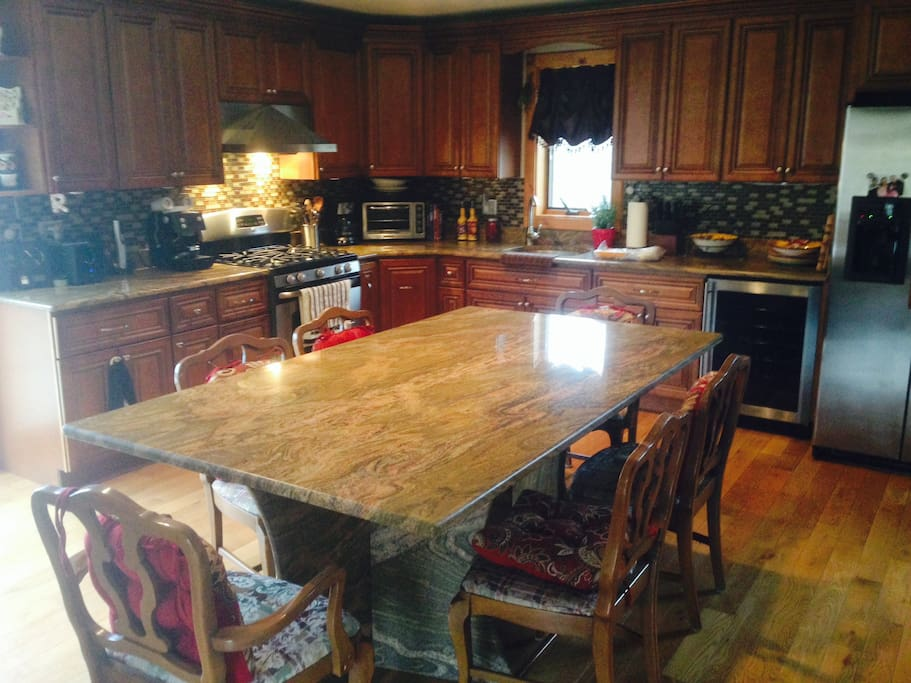 Fully Equipped Kitchen with Granite Table