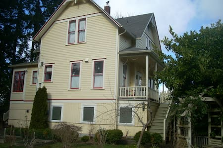 Victorian stay Clean & Comfortable - Astoria - House