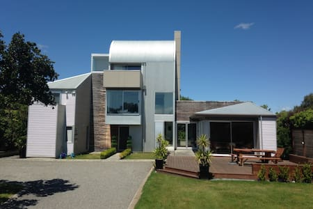 Secluded luxury just 2 minute stroll to the square - Martinborough - House