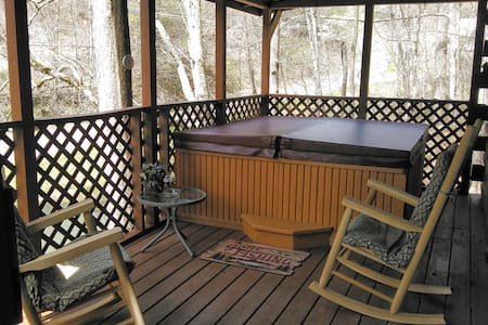The Fishing Hole-Private Pond Just for 2! - Gatlinburg - Cabane