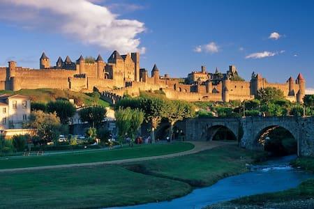 Private suite, central Carcassonne - Carcassonne - House