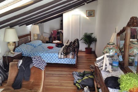 Lovely room with terrace B & B - Cuenca - Bed & Breakfast