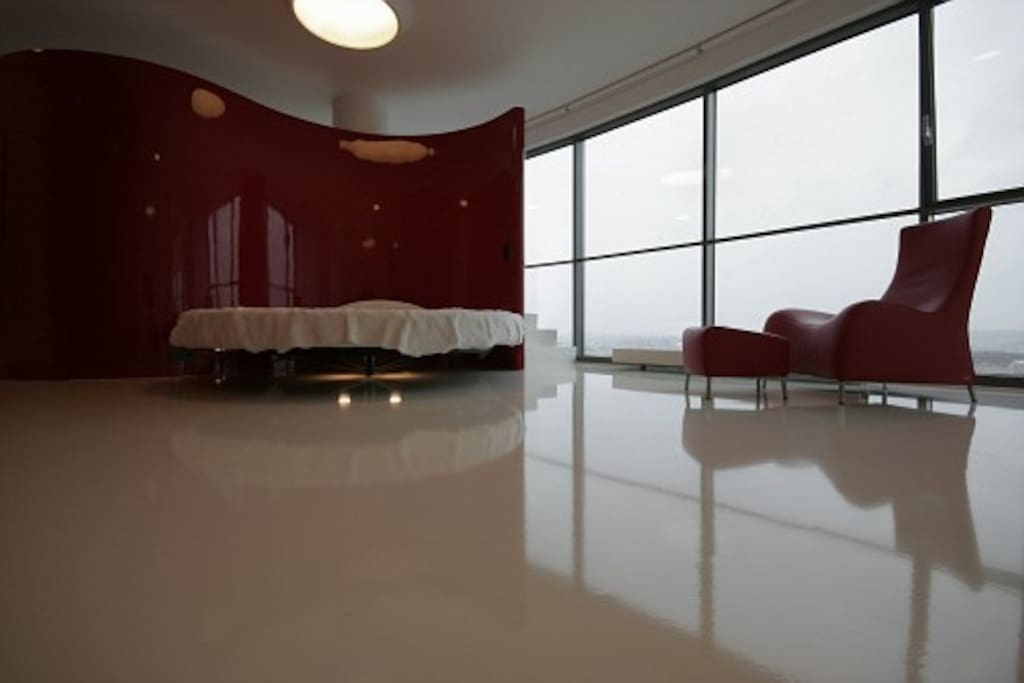 RED & WHITE HELIOS CITY APARTMENT