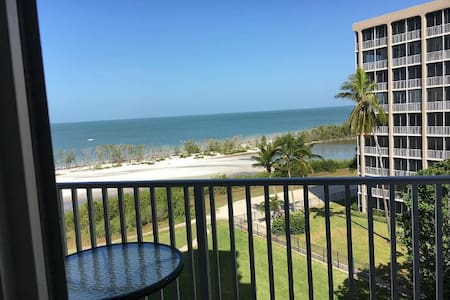 Oceanfront condo with direct Gulf views! - Fort Myers Beach