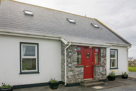 In the heart of Doolin Village, this modern and convenient 4 bedroomed home is a gem !! Ticks all the box's for facilities & utilities .