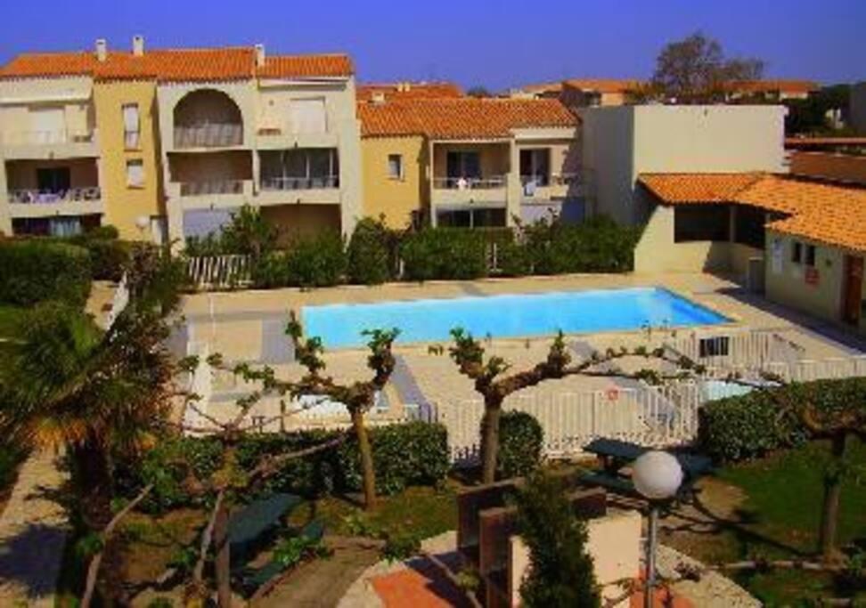 La piscine commune avec petit et grand bassin ainsi qu'une pataugeoire pour les plus petits !