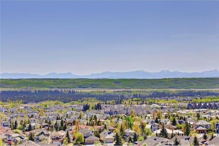 Luxury Sanctuary in Signal Hill - Calgary - Bed & Breakfast