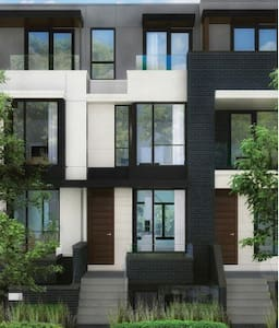 Brand new Toronto townhome in Little Italy - Toronto - Townhouse