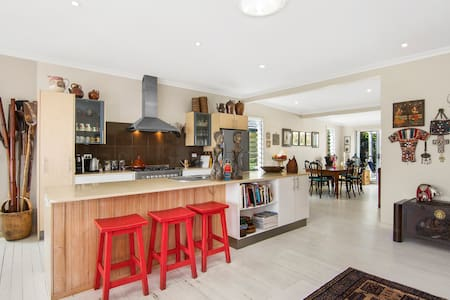 Bright & airy entire beach house.  - Port Macquarie - House