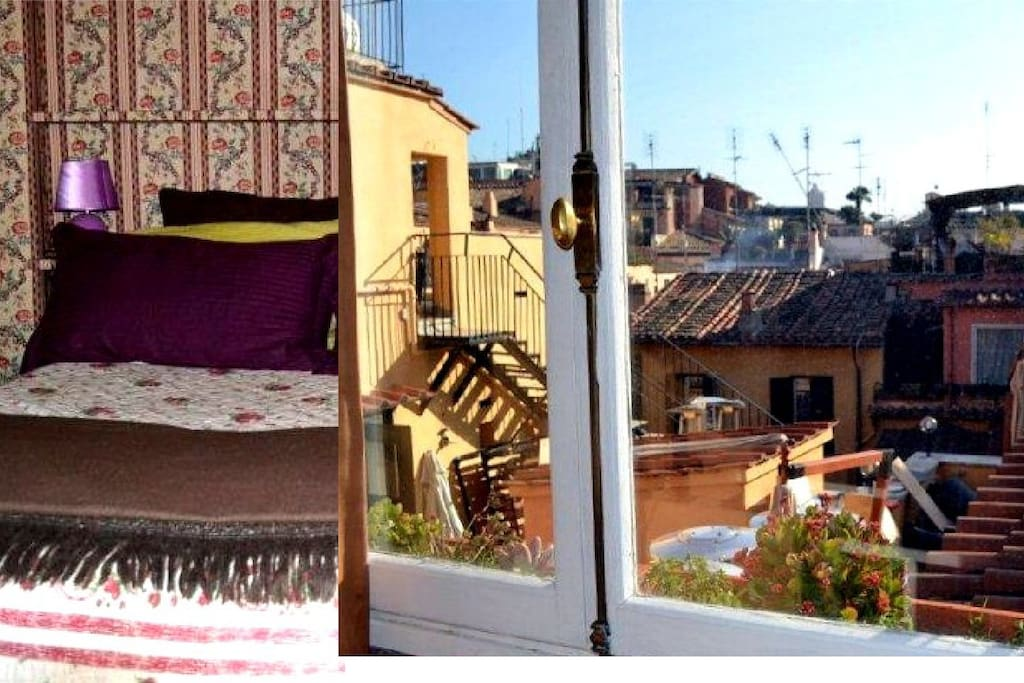 Bedroom with double bed. Wake up in Rome!