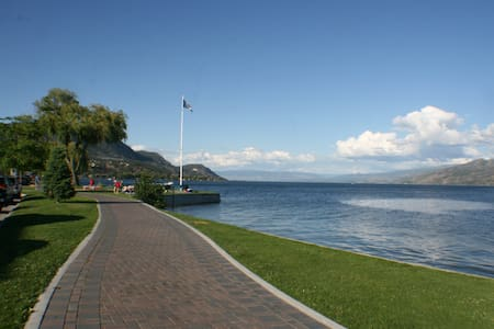 lake view private suite    - Peachland - Bed & Breakfast