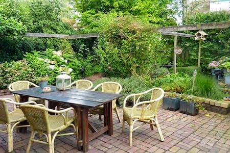 Ruime woning met zonnige achtertuin - Zwaanshoek - Casa