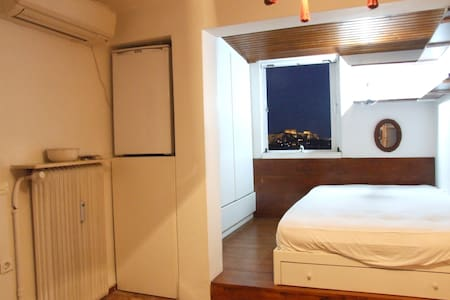 Beautiful studio in the best area - Athens - Apartment