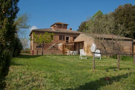 Appartamento nella campagna toscana 7 Km da Siena - Sovicille