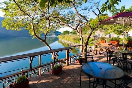 花蓮鯉魚潭威尼斯花園湖畔咖啡會館 2人房1大床 - Bed & Breakfast