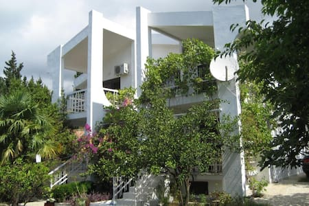 Villa with 3 separated flats - Sutomore