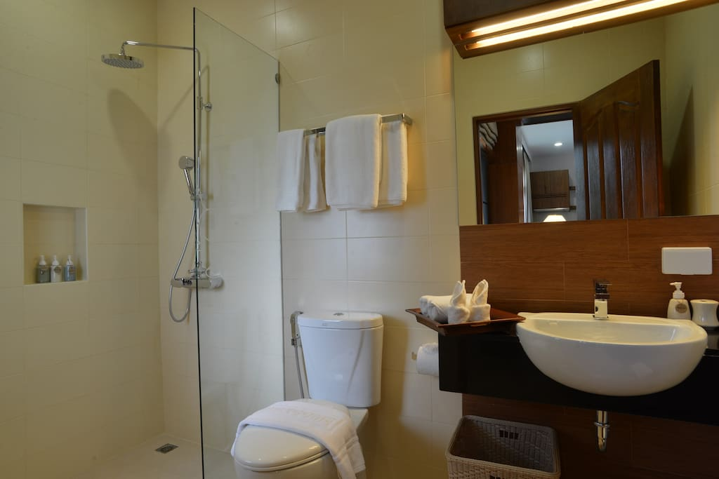 Shower with full amenities & hair dryer
