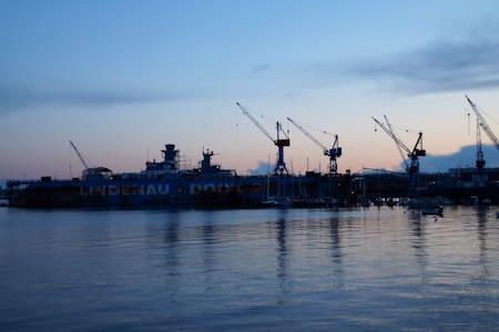 Kiel-Sailing-City. Best spot for Windjammerparade. - Lägenhet