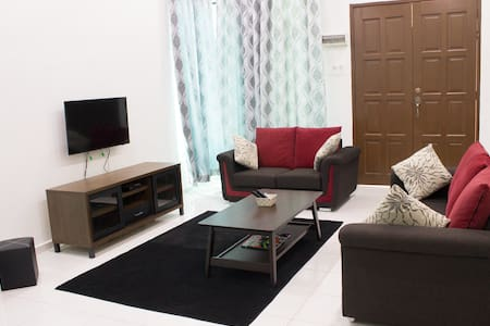 Spacious End Lot home 3bed Aircond - Telok Mas - Dům