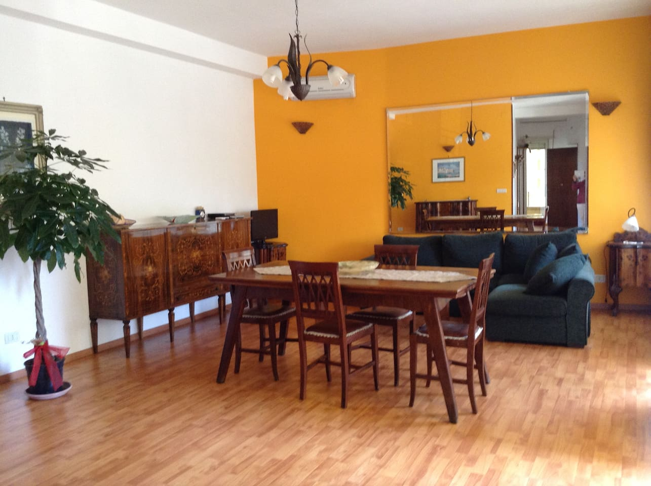 Diningroom with sitting corner