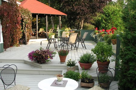 Au Jardin d'Ozanne B&B BaieSt-Paul - Baie-Saint-Paul - Bed & Breakfast