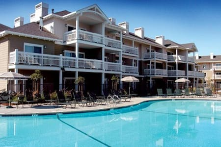 3 Bed Wyndham Windsor, CA - Lakás