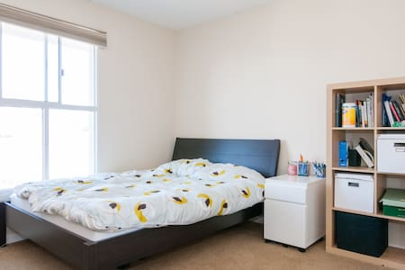 Bright,calm bedroom in SOMA/Mission