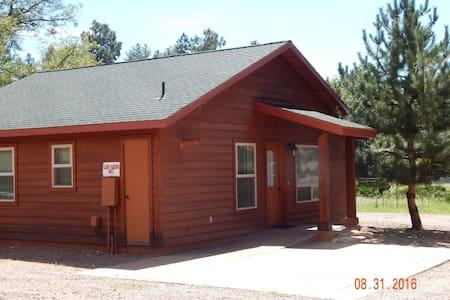 Pine Creek Cabins...Cabin 4...Emory - Stuga