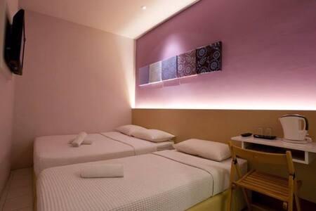 Simms Triple Room at heart of KL - Kuala Lumpur - Bed & Breakfast