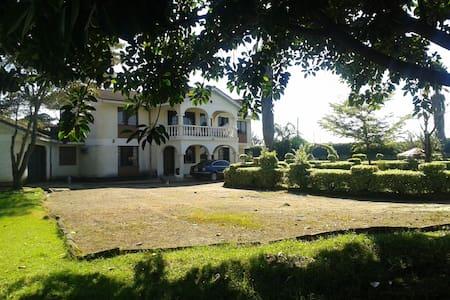 Beautiful Victorian ~ Marura Villa - 纳库鲁