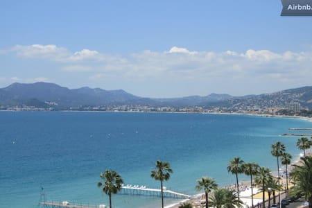 Beau studio Cannes Centre 2mn plage