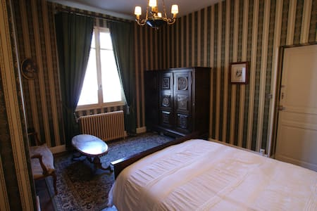 Private suite, central Carcassonne - Casa