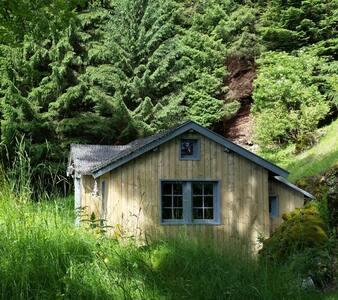 La petite cachette - hébergement insolite - Velzic - Zomerhuis/Cottage