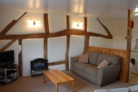 Granary cottage sleeps 2. - Maison