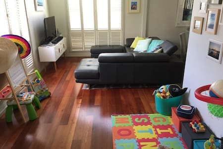 Perfect home for young families - 15km from city! - Altona North - Rumah