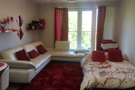 Double bed by station - Bed & Breakfast