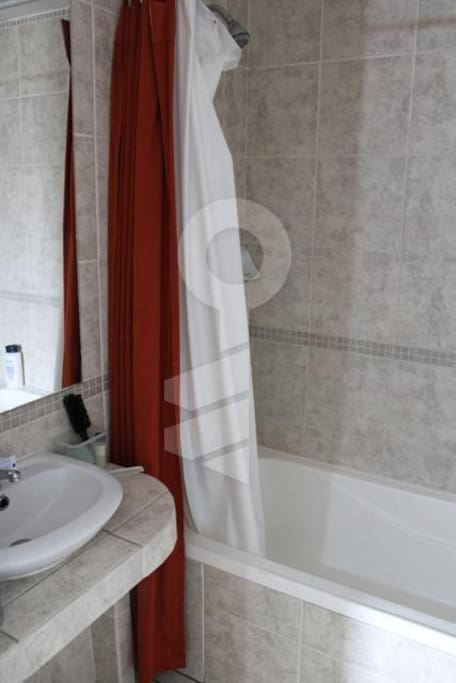 Bathroom 2nd floor - Baño completo con tina 2do piso