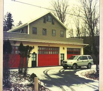 Quaint Catskills Firehouse - Hus