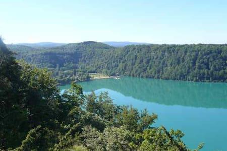 Le JURA entre lacs et rivière - crotenay - Haus