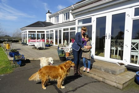 Tudor Farm on shore of Lough Erne - Kesh - Pousada