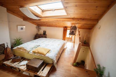 Maison chaleureuse et atypique (chambre privée) - Brenac - Rumah