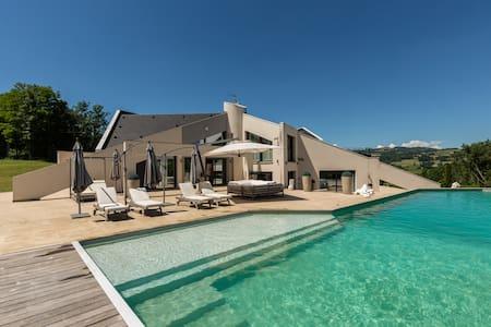 Villa de Prestige piscine chauffée, jacuzzi, parc - Marcellaz-Albanais