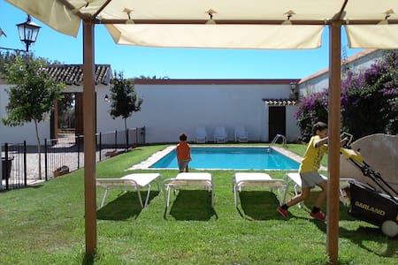 Casa con piscina, barbacoa y wifi - Casa