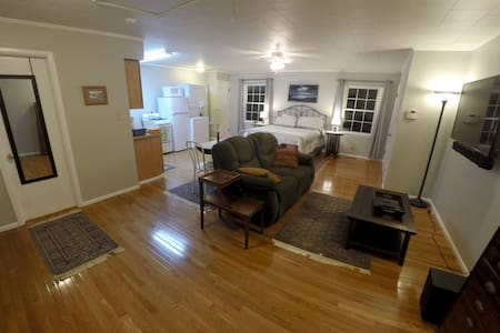 A Studio Apt in Butler Tarkington - Apartment