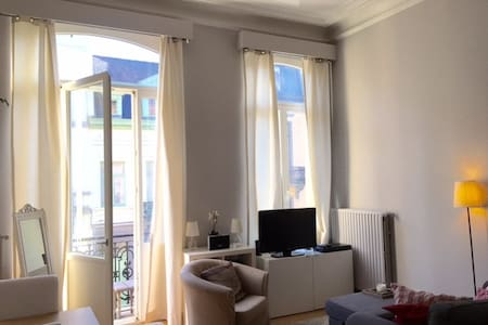 Cosy, light apartment in the heart of Ixelles! - Brusel - Byt