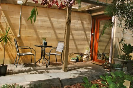 Private entrance BnB by the sea - Torquay